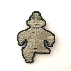 遮光器土偶の刺繍チャーム or ブローチ