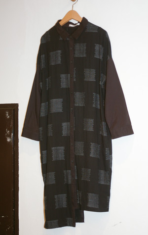 Ladies' / Long shirt with square pattern of jacquard weave
