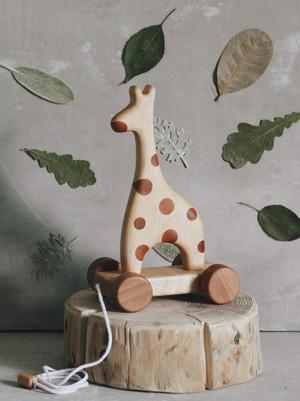 tateplota / Giraffe on wheels