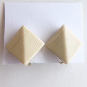 cream square earring[e-1376] ヴィンテージイヤリング