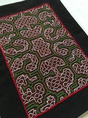 アマゾンの泥染め手刺繍のカフェマット2.緑 29x22.50cm