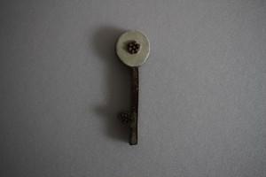 前田葉子|カトラリーレスト花鍵 白つぶ花 灰色茎