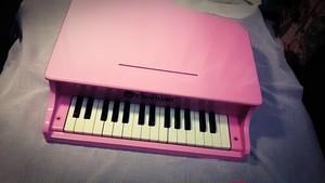 〔中古〕シェーンハット トイピアノ ピンク 30鍵盤