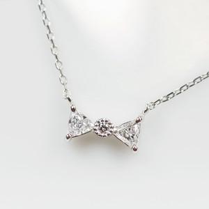 Pt900 トリリアントダイヤモンドのリボンネックレス