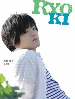 長江崚行1st写真集『RYOKI』通常版(送料込み価格)先着で15名サイン本