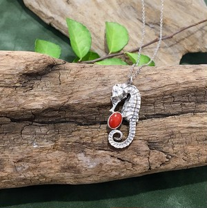 【In the Pines Jewelry×CORALIA】ネックレス  タツノオトシゴ 赤サンゴ SV