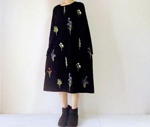 刺繍の草花柄ワンピース