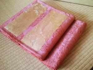 紗袋帯 098 臙脂地四季花