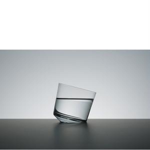 オブジェのようなグラス【SLANT GLASS】木村硝子×柳原照弘