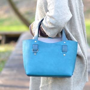 『ちょっとのお出かけにぴったり』手縫いの牛ヌメ革ミニトートバッグ(国産オイルレザー)