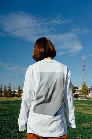 まばたきの夏 長袖Tシャツ(霧)