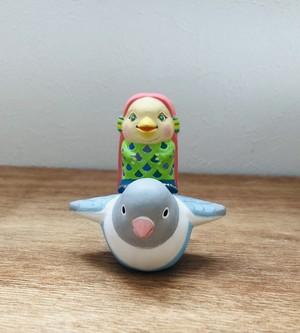 博多人形 鳥と翔ぶアマビエ様(シロボタンインコ)