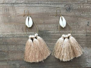 Shell × tassel tear drop hoops