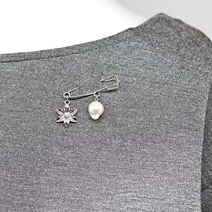 9.25㎜(長さ約12㎜)あこや本真珠の人魚と花のブローチ