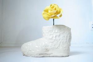 白い靴 花瓶