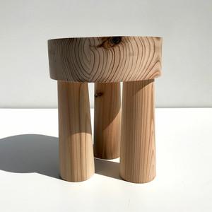 杉の小さな腰掛け -001-