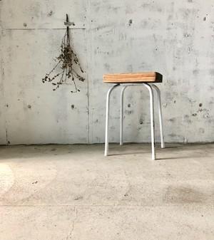 古材×白脚のスツール[古家具]