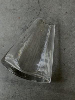 ゆらゆら揺れるクリアガラスベース