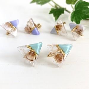 【チタンピアス】小さな貝と星砂の爽やかクリア三角ピアス