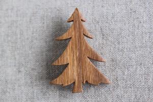 木製ツリーブローチ