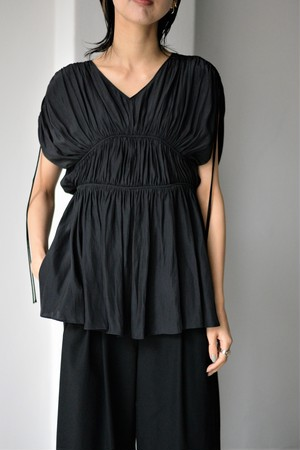 LOKITHO / GATHERED DRAPE TOP (black)
