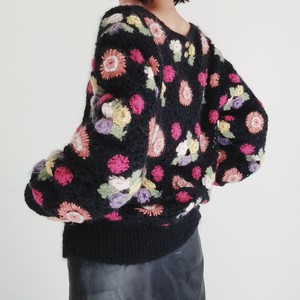 FLOWER PATTERNED LACE KNIT SWEATER.