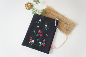 刺繍の文庫カバー(黒×ハンガリアン)
