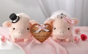 とんとん拍子にうまくいく♪ ウェルカムとんちゃんピンク完成品 お名入れなし・ティアラ付き (営業日1-3日で出荷予定)【結婚式 豚のウェルカムドール ぶたのぬいぐるみ】