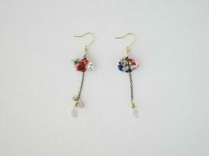 赤と青の小さな花の草原柄Petalピアス。(Red&Blue flowers)