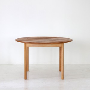Round dining table / Ercol