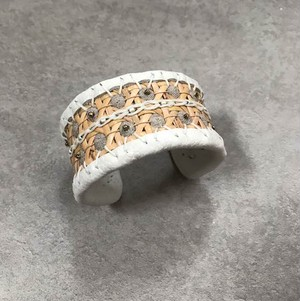 Arabesque bangle 03-M / col.Beige