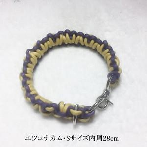 紫と黄色の綿ロープの首輪