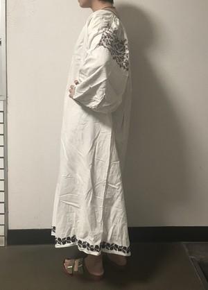 ウクライナ刺繍 ヴィンテージ 民族衣装 ワンピース black x red 小花クロスステッチ