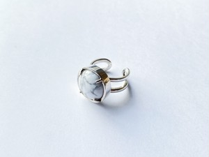 planet ring -howlite-