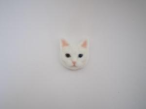 羊毛ねこバッヂ 白猫