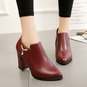 【shoes】PUチャンキーヒール個性デザインシューズ 23185399