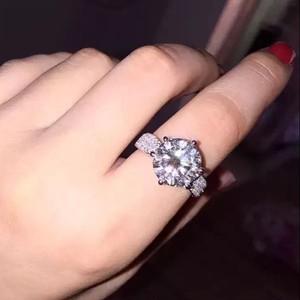 モアサナイト ダイヤモンド 5カラット 18k ホワイトゴールド リング 婚約指輪