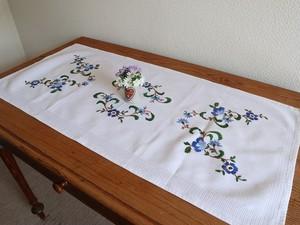 【アオノハナ】素敵な青いお花の手刺繍 テーブルセンター /ヴィンテージ・ドイツ テーブルランナー
