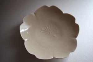 前田麻美|灰琥珀釉桜皿
