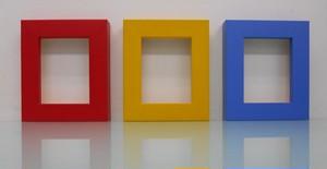 額縁アンティークおしゃれフレーム 01-4001赤 01-4000黄色 01-4009水色 額縁寸法100mm×80mm  窓枠寸法84mm×64mm /2mmアクリル/裏板付/壁掛け用/箱なし/卓上用スタンドは、付いておりません