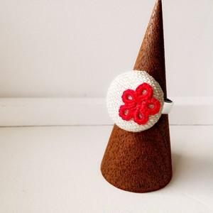 赤いお花のくるみボタン指輪