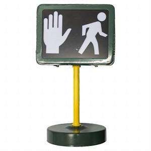 TRAFFIC SIGNAL (STOP/WALK)
