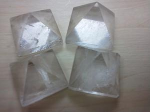 ピラミッド型水晶