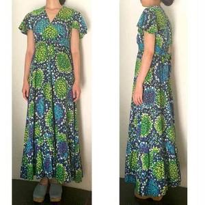 S〜Lサイズ【アメリカ製古着】1960年代ハワイアンヴィンテージ◆ネイビーにブルーやグリーンの小花◆マキシ丈ワンピース【中古】