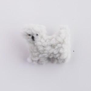 白いモコモコ犬のブローチ