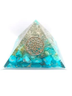 ピラミッド型オルゴナイト【ターコイズ・ゴールドルチル&天然水晶】蓄光パウダー入りで光る♫