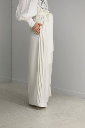LOKITHO / side pleated pants