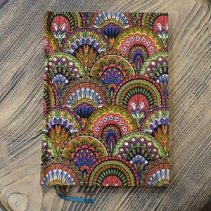 インド産 極彩色孔雀柄クレープ A6無地Colorisノート ポータブルサイズ