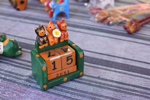 木彫りの動物 カレンダー ネコ