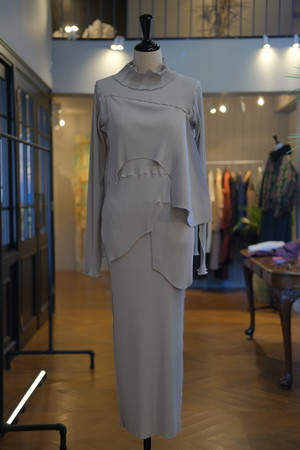 【kotohayokozawa】pleats dress long sleeve high neck-gray